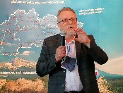 O viacstupňovom riadení regionálneho rozvoja hovoril Peter Rusnák